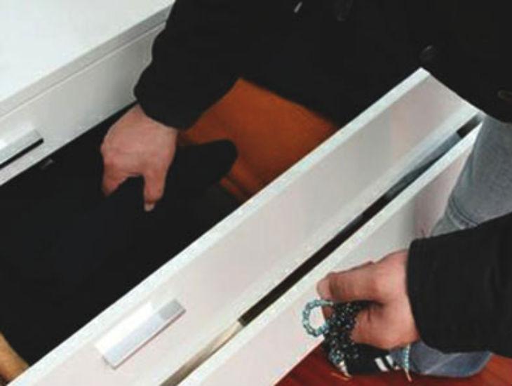 Furto nei cassetti in casa