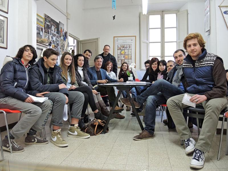 Il gruppo di giovani volontari per 'Muri puliti'