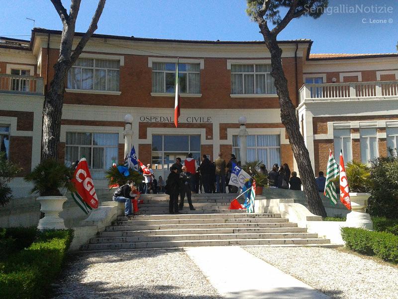 Sit-in di protesta dei sindacati presso l'ospedale di Senigallia
