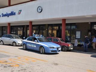 Controlli della Polizia alla stazione ferroviaria di Senigallia