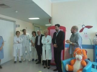 La consegna dei pc alla Ludoteca dell'Ospedale Pediatrico