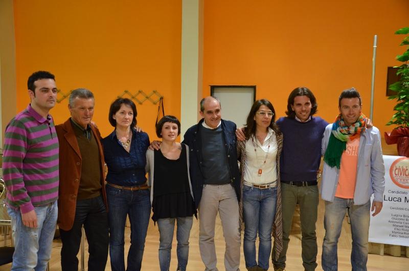 Foto di gruppo per i candidati della Lista Civica per Ostra Vetere