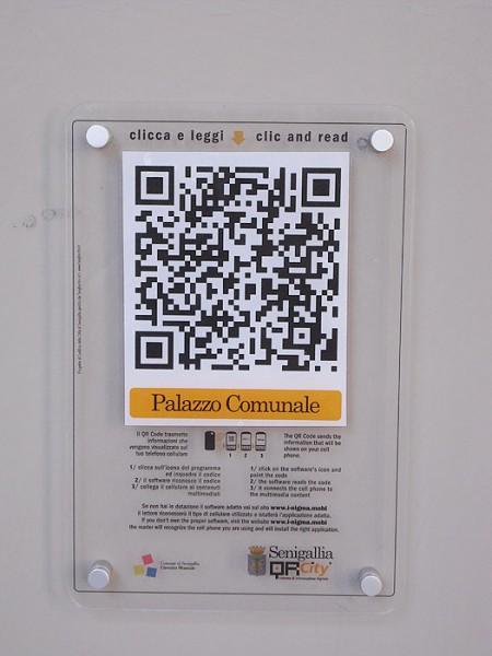 """Il QRcode sotto il palazzo comunale di Senigallia per il progetto """"QR city"""""""