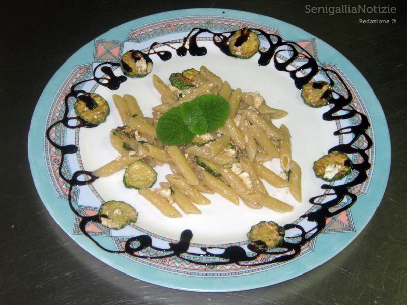 Penne menta, zucchine e feta