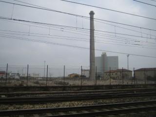 La ciminiera nell'area Ex Sacelit-Italcementi
