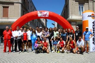 Foto di gruppo per alcuni partecipanti alla corsa per Chanel