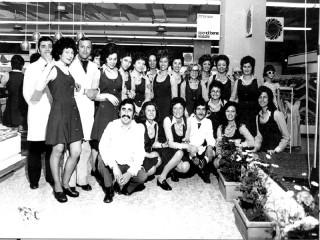 I dipendenti della Standa in una foto d'epoca del 1973
