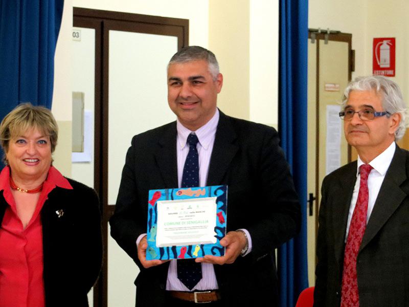 """L'assessore Campanile riceve il premio per Senigallia al concorso """"Ridurre Si Può nelle Marche"""" 2012/2013"""