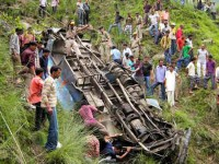L'incidente dell'autobus caduto nel fiume in India