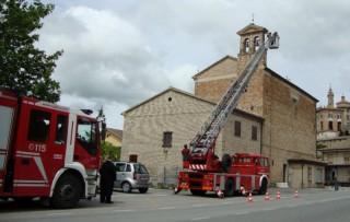 I vigili del fuoco intervengono nella Chiesa di Sant'Anna a Corinaldo