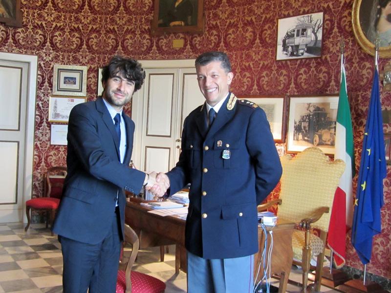 A sx il sindaco di Corinaldo Matteo Principi, a dx il vice-questore aggiunto di Senigallia Agostino Licari