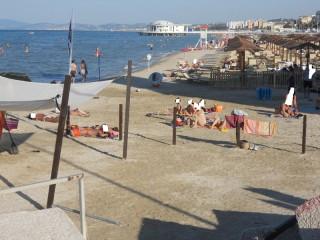 """La spiaggia """"quasi"""" libera a Senigallia, di fianco al molo di levante"""