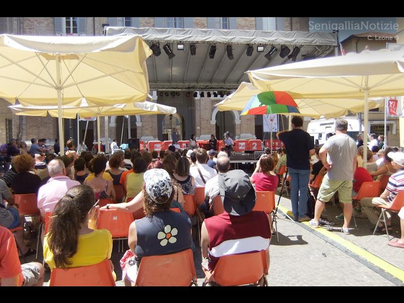 Piazza Roma a Senigallia gremita per il CaterRaduno 2013: la mattina di domenica 23 giugno