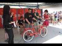 La bicicletta di Ignazio Marino per l'asta di Libera al CaterRaduno 2013 sulla spiaggia di Senigallia