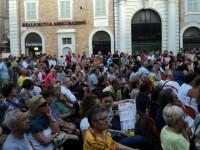 Il pubblico del CaterRaduno intervenuto all'inaugurazione in Piazza Roma