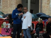Marco Ardemagni presenta la camicia 'mononota' di Elio e le Storie Tese