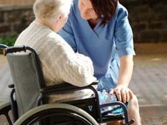 Anziani, ricovero, casa di riposo, cure, assistenza, autosufficienza