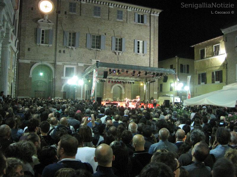 Piazza Roma non è bastata a contenere i fan del CaterRaduno