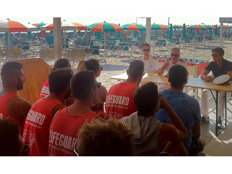 L'incontro degli addetti al salvamento con la Capitaneria di Porto di Senigallia