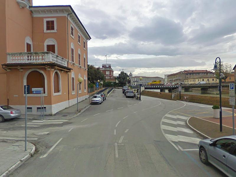 L'incrocio tra via Bovio e via Minghetti, a ridosso del sottopasso di via Perilli