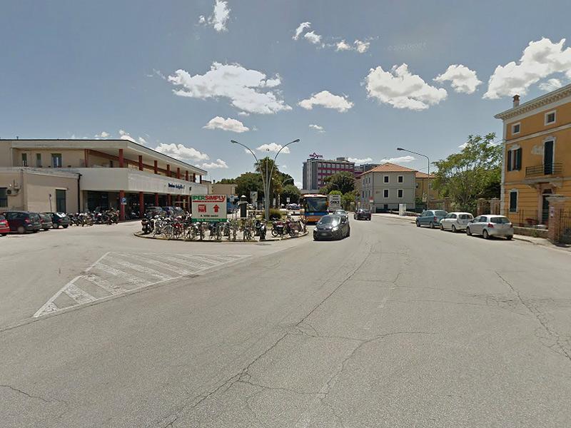 viale Bonopera, a Senigallia con la stazione FS sulla sinistra