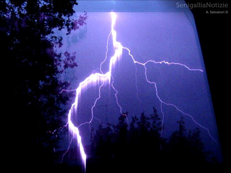 Foto di Alessio Salvatori del temporale del 20 agosto 2013 su Senigallia