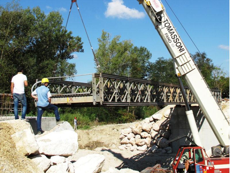 Installazione del Ponte Bailey tra Corinaldo e Mondavio