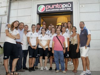 La squadra della Punto Più Deagourmet all'inaugurazione del nuovo locale Punto Più a Senigallia