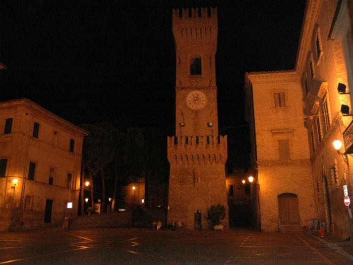 piazza dei Martiri, ad Ostra