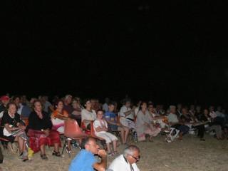 """Il pubblico di """"Poesia nel Silenzio"""" a Montedoro - letture poetiche nelle campagne a Scapezzano di Senigallia"""