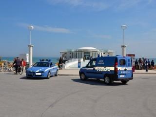 Polizia davanti alla Rotonda di Senigallia