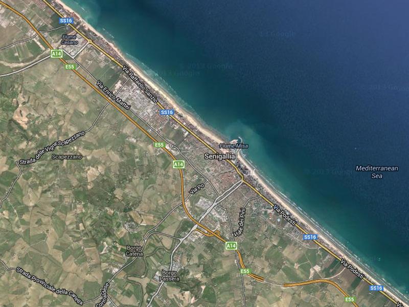 Senigallia: il tracciato della Statale Adriatica SS16 che prende il nome a nord del porto di Via Sanzio e a sud del porto di via Podesti