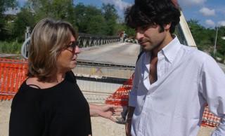 Patrizia Casgrande e Matteo Principi dopo i lavori per il ponte sul fiume Cesano