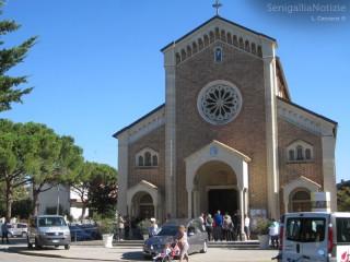 Chiesa del Portone affollata per il funerale di Enzo Tesei
