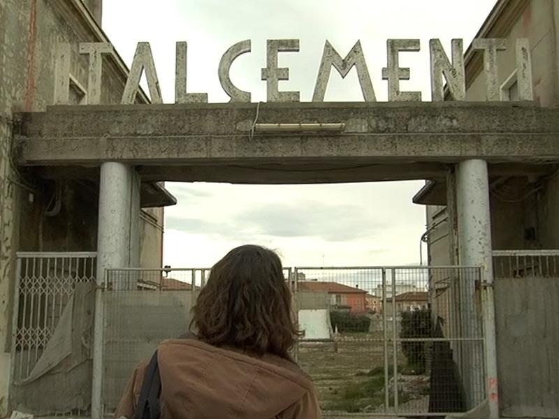 """Una scena del documentario """"In futura costruzione"""" sull'area Sacelit-Italcementi a Senigallia"""