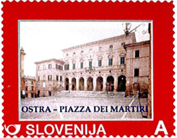 francobollo sloveno raffigurante piazza dei Martiri di Ostra