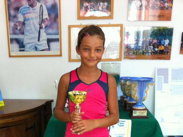 Viola Mandozzi vincitrice al torneo di tennis ad Osimo
