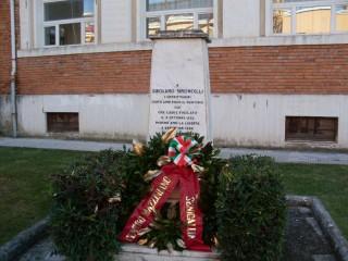Il monumento che ricorda Girolamo Simoncelli a Senigallia