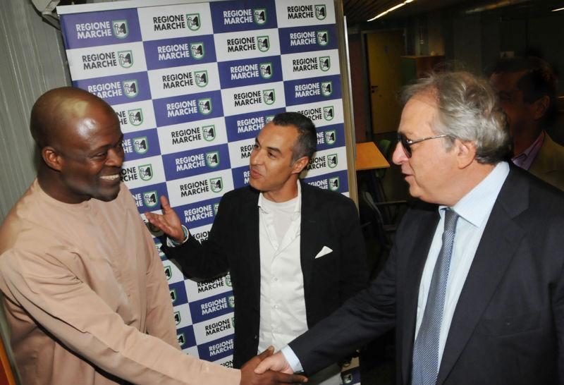 Gian Mario Spacca al momento dell'accordo economico coi rappresentanti del Ghana