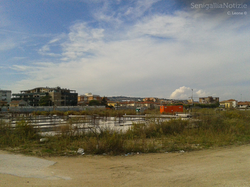 L'area del cantiere ex-Sacelit, a Senigallia: lavori fermi dall'ottobre 2013