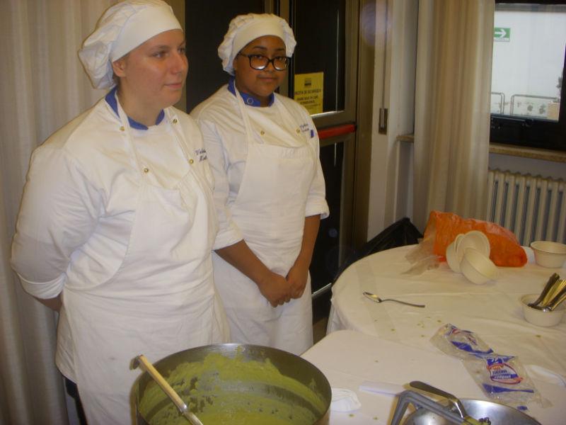 """Due partecipanti al progetto """"Operazione fame"""" del Panzini e Action Aid"""