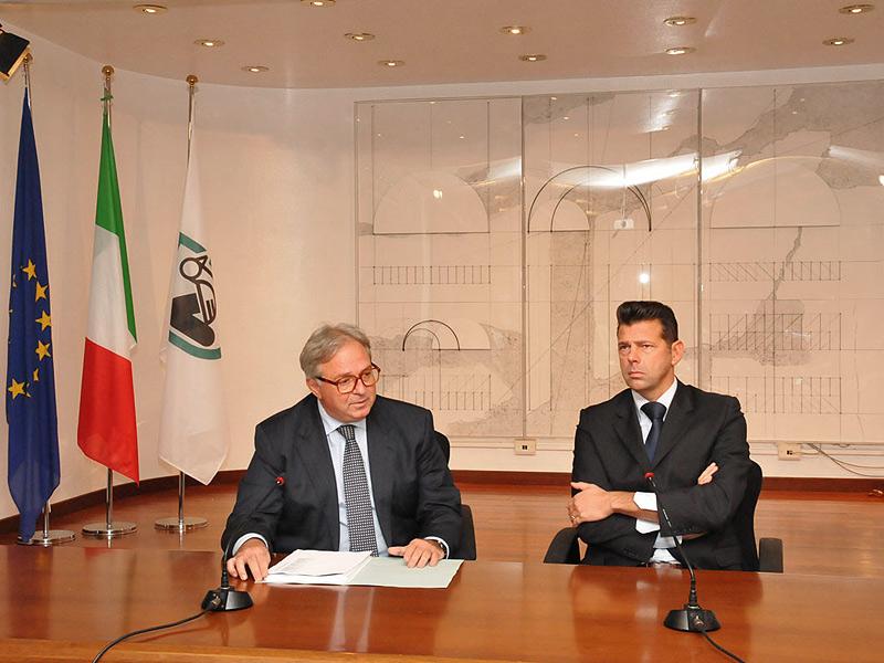 Il presidente della Regione Marche Spacca (sx) e il presidente Anci Marche Mangialardi (dx)