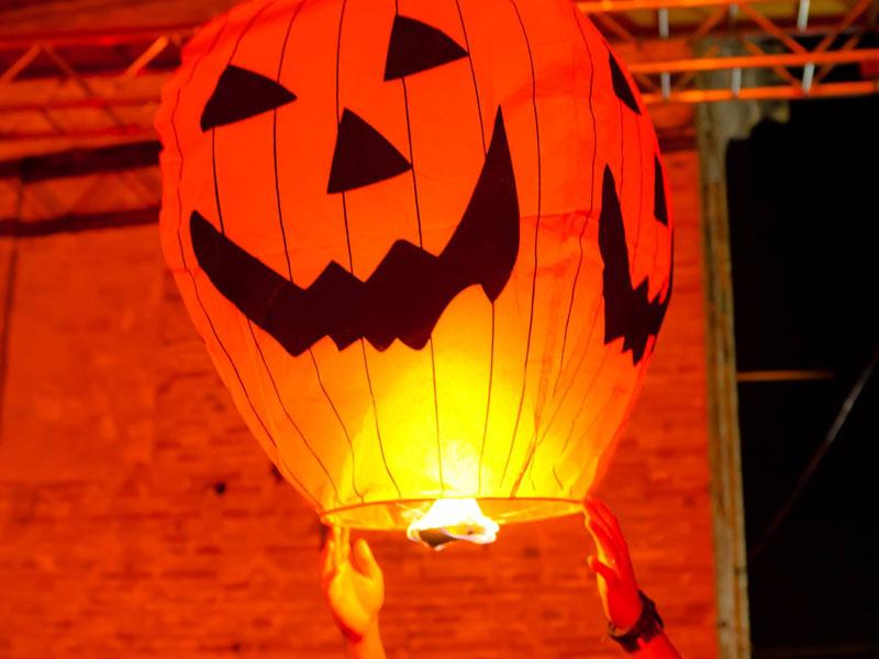 Zucca di Halloween pronta a prendere il volo