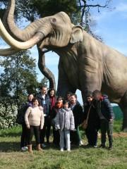 Foto di gruppo degli utenti del centro diurno Il Casolare in una delle varie uscite