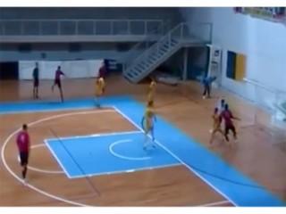 Una fase del match di calcio a 5 tra Urbino e Corinaldo