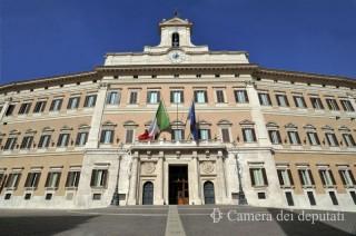 La facciata esterna della Camera dei Deputati. Da blog.anso.it