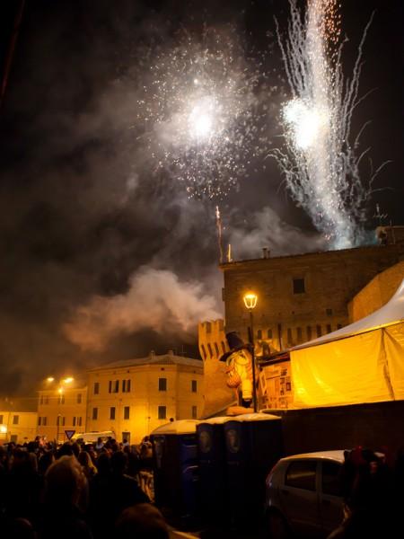 Fuochi d'artificio a Corinaldo per la festa di Halloween