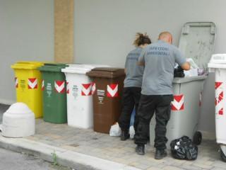 Ispettori ambientali in azione per il controllo dei rifiuti