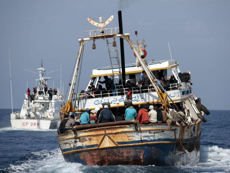 Altri barconi di immigrati clandestini soccorsi a largo delle coste siciliane