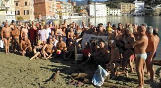 La manifestazione 2012 a Sestri Levante, foto tratta da NuotoAcqueLibere.com
